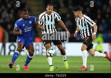 Von Leicester City Wes Morgan (links) und Newcastle United Salomon Rondon Kampf um den Ball während der Premier League Match für die King Power Stadion, Leicester.