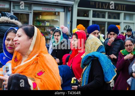 Gravesend, Kent, Großbritannien. Vaisakhi Festival 13. April 2019. Gravesend wird lebendig mit Farbe wie die Sikh Vaisakhi Gemeinschaft feiern. - Stockfoto