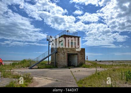 Ehemalige Atombombe und Radar in Orford Ness, Orford, Suffolk, England. Jetzt ein Feuchtgebiet mit Landschaft und Natur finden. HDR-Effekt angewendet werden. - Stockfoto