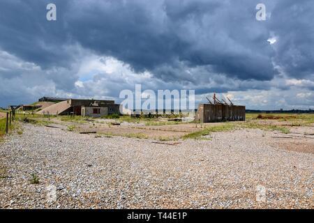 Bombe Testgebäude am ehemaligen Atombombe und Radar in Orford Ness, Orford, Suffolk, England. Jetzt ein Feuchtgebiet mit Landschaft und Natur finden - Stockfoto