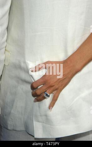 LOS ANGELES, Ca. 31. Mai 2003: DAVID BECKHAM und VICTORIA POSH SPICE BECKHAM an der 2003 MTV Movie Awards in Los Angeles. - Stockfoto