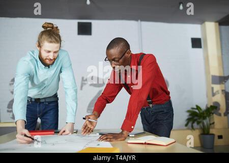 Zwei Unternehmer Planung Strategie - Stockfoto