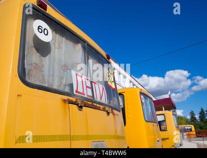 Zadonsk, Russland - 28. August 2018: Schulbusse auf der Basis von PAZ-3205 - Stockfoto