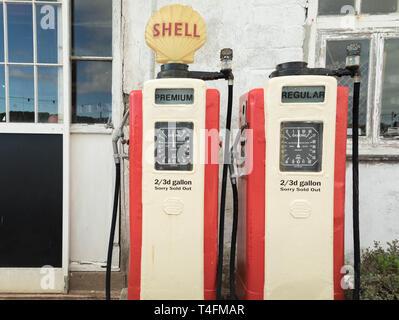 Vintage Shell Station, St. Mawes, Cornwall, Großbritannien - Stockfoto