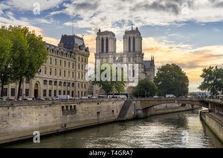 PARIS, FRANKREICH, Sept 14, 2017 Notre Dame de Paris, mittelalterliche katholische Kathedrale in Paris, Frankreich. Eines der bekanntesten Gebäude der Kirche in der Welt. - Stockfoto