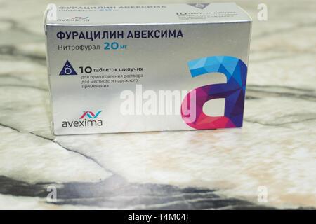 Furatsilin aveksima Black Label offenen Medizin Paket mit Blister mit Pillen, isoliert auf Weiss. Russland Berezniki, 28. September 2018. - Stockfoto