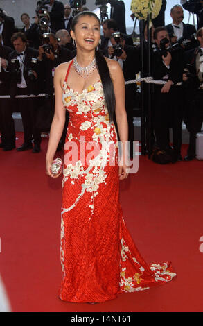 CANNES, Frankreich. 15. Mai 2004: Die japanische Schauspielerin NORIKA FUJIWARA auf der offiziellen Gala Screening für Shrek 2 bei den Filmfestspielen von Cannes, wo der Film im Wettbewerb ist. - Stockfoto