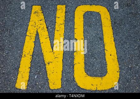 Die gelbe Wort nicht auf die Straße gemalt - Stockfoto