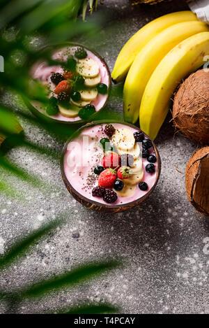 Dessert schön Creme mit Acai Berry - Stockfoto