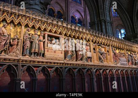 Farbenfrohe Präsentation im Tempel bas-relief von Notre Dame de Paris. Kathedrale Unserer Lieben Frau von Chartres (Cathedrale Notre-Dame) - Stockfoto