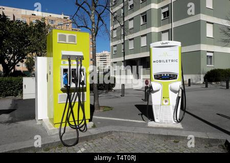 Mobiletric schnell aufladen elektrische Kraftstoffpumpe Station außerhalb einer Wohnung Gebäude in der Avenida da frança Porto Portugal Europa EU-KATHY DEWITT - Stockfoto