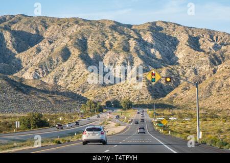 Fahrt durch die Wüste von Nevada - Kalifornien, USA - 18. MÄRZ 2019 - Stockfoto