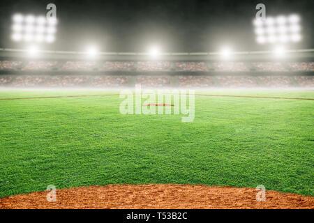 Baseball Stadion im freien Feld hell beleuchtet. Fokus auf Vorder- und flache Tiefenschärfe auf Hintergrund und Kopieren. - Stockfoto
