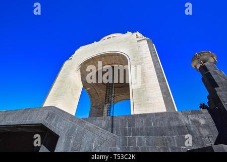 Mexiko, Mexico City - 2 Dezember, 2018: Wahrzeichen Revolution Monument (Monumento a la Revolucion) in der Nähe von Mexico City Center und Paseo de la Refor - Stockfoto
