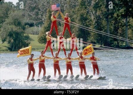 Florida Polk County Winter Haven Cypress Gardens Lake Eloise Ski Xtreme Performance Menschenpyramide - Stockfoto