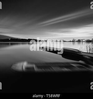 Nacht Blick auf bootssteg am See Tanuki, Präfektur Shizuoka, Japan - Stockfoto