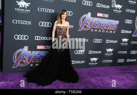 "Los Angeles, Kalifornien, USA. 22 Apr, 2019. Schauspielerin Linda Cardellini besucht die Weltpremiere von ""Marvel Studios"" Avengers: Endgame' am 22. April 2019 im Los Angeles Convention Center in Los Angeles, Kalifornien, USA. Credit: Barry King/Alamy leben Nachrichten - Stockfoto"