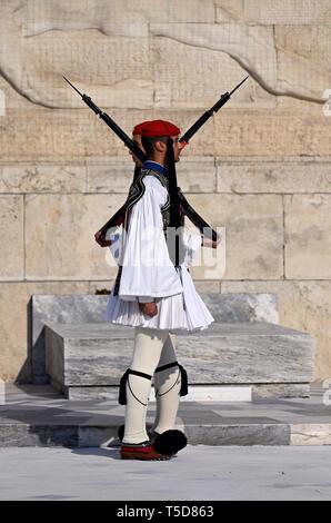 Presidential Wachen am Denkmal des unbekannten Soldaten in Athen, Griechenland - Stockfoto
