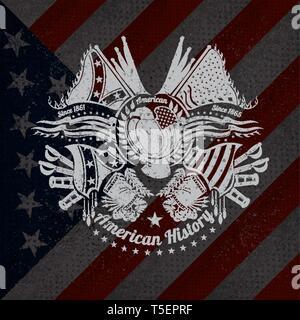 Weißer Druck mit Eagle und vintage Waffen auf USA-Flagge im Hintergrund. Marke oder T-Shirt Style - Stockfoto