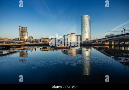 Obel Turm und Schiff Gebäude am Laganside, Belfast - Stockfoto