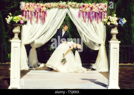Schöne Braut und Bräutigam - Stockfoto