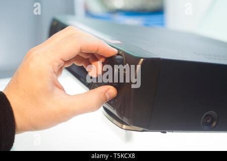 Hand drehen Volume Regler, Nahaufnahme - Stockfoto