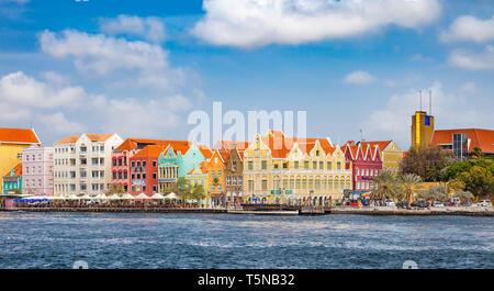 Willemstad, Curacao - April 02, 2014: Blick über Willemstad. Curacao ist die größte Insel der Niederländischen Antillen, auch ABC-Inseln genannt inkl - Stockfoto