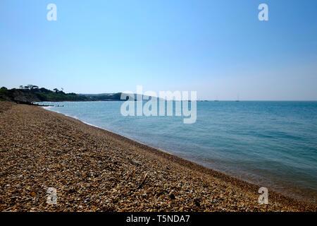 Colwell Bucht in Richtung der Nadeln, Isle of Wight, Großbritannien. - Stockfoto