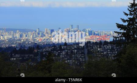 Die Skyline von Vancouver aus Burnaby, Kanada gesehen - Stockfoto