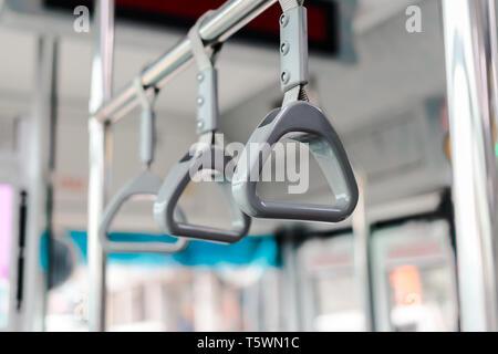 Nahaufnahme von Handlauf Ring im Bus in der Stadt Taipei - Stockfoto