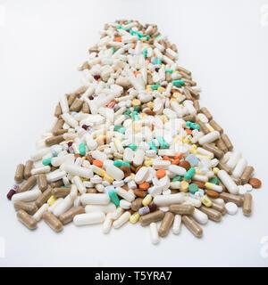 Eine große Anzahl von Drogen - Medikamente in Pillen, Kapseln und Tabletten - Stockfoto