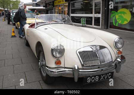 White 1960 MGA 1600 MK1 Auto an einem Classic Motor Fahrzeug zeigen in Großbritannien. - Stockfoto
