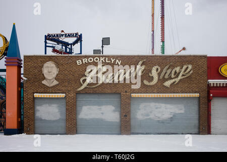 März 2017 Coney Island, NY: Coney Island Beach store Fassade in Brooklyn, NY - Stockfoto