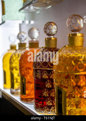 Paris, Frankreich, August 18,2018: Guerlain Parfums in den Galeries Lafayette - Stockfoto