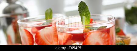 Strawberry punch hausgemachten Cocktail closeup - Stockfoto