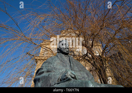 Skulptur von Bedrich Smetana (Komponist) unter Willow Tree, in der Nähe der Karlsbrücke, Prag, Tschechische Republik - Stockfoto