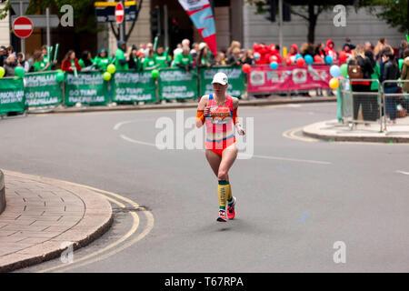 Ausra Garunksnyte (LTU), konkurrieren in der Welt Para Leichtathletik Meisterschaften, Teil der 20219 London Marathon. Ausra ging am 4. in der T 11/12 Kategorie zu beenden, in einer Zeit von 03:18:23 - Stockfoto