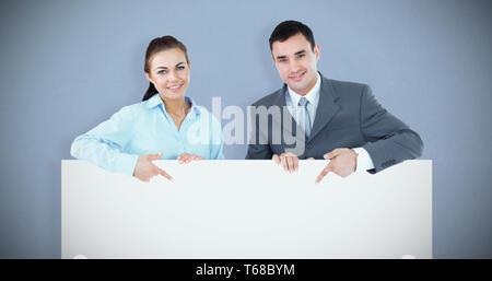 Zusammengesetztes Bild von Geschäftspartnern auf Schild gerichtet halten Sie - Stockfoto