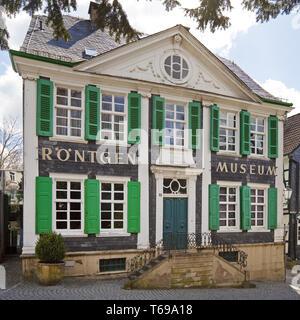 Deutsche Roentgen-Museum mit Kirche St. Bonaventura, Remscheid, Nordrhein-Westfalen, Deutschland - Stockfoto