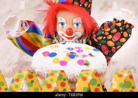 Clowns an deutschen Karneval mit süßen Donut - Stockfoto