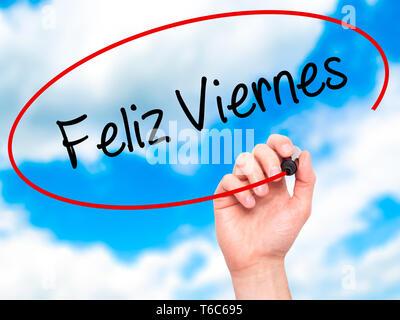 Mann Hand schreiben Feliz Viernes (Happy Freitag in Spanisch) mit schwarzem Marker auf visuelle Bildschirm - Stockfoto