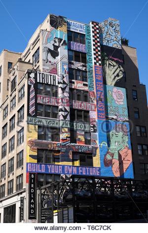 United States, New York: Theater District, Wandbilder auf einem Gebäude Fassade - Stockfoto