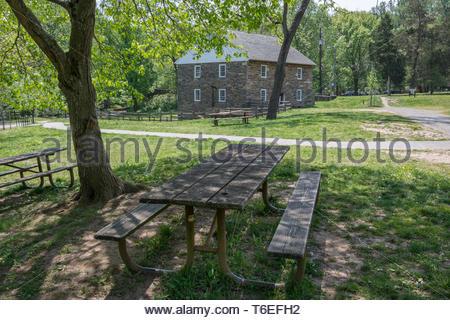 Peirce Mühle mit Picknicktischen, Rock Creek Park, Washington, DC - Stockfoto