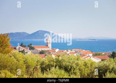 Zadar, Zadar, Kroatien, Europa - Kirchturm von pakostane an der Küste von Zadar - Stockfoto
