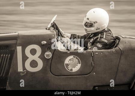 1928 Lea Francis Hyper mit Fahrer Jeremy Brewster während der John Duff Trophy Rennen in der 77. Goodwood GRRC Mitgliederversammlung, Sussex, UK. - Stockfoto