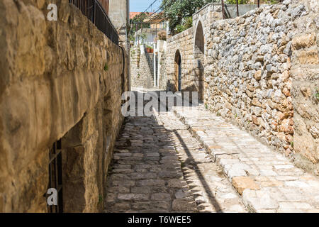 Dies ist eine Erfassung der alten Straßen, die in der El Kamar ein Dorf im Libanon entfernt und Sie können in das Bild der Altstadt zu Fuß aus Steinen mit einem seiner siehe - Stockfoto