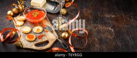 Mit roter Lachskaviar Canape - Stockfoto