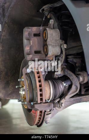 Bremssattel, ohne Bremsbeläge teilweise zerlegt - Stockfoto