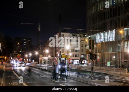 """Rush Hour"""" am Abend in der Innenstadt von Düsseldorf. - Stockfoto"""