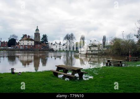 Hochwasser des Flusses Severn, Upton Bei Severn, Worcestershire, Großbritannien. 19. März 2019. - Stockfoto